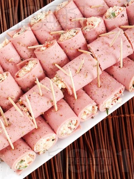 Ролца от шунка със сирене Фета и печени чушки - снимка на рецептата
